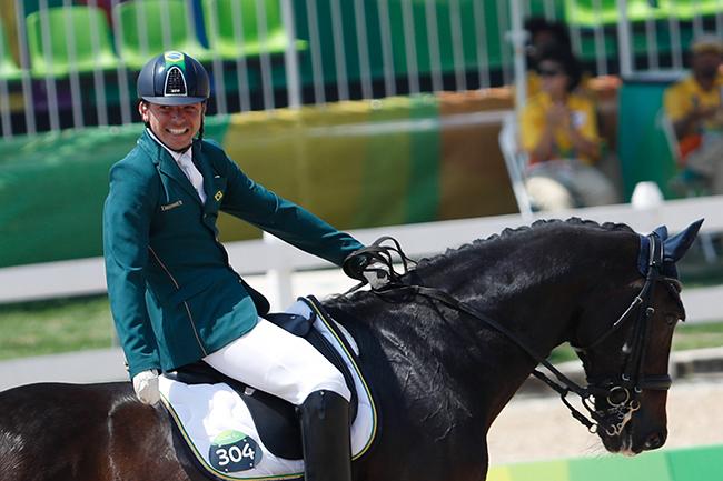 O cavaleiro Rodolpho Riskalla é gerente da marca Christian Dior em Paris e uma das esperanças de medalha adestramento paraequestre na Paralimpíada de Tóquio